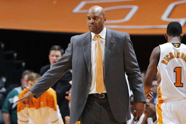 Tennessee turns to rival for potential help at point guard with Antonio Barton